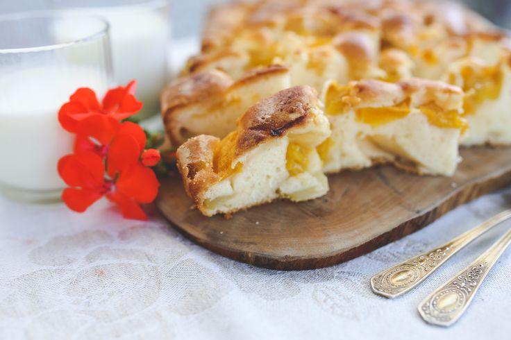 Brzoskwinie czy jabłka? Które z nich częściej lądują jako wkład w Waszych ciastach? #finuu #cake #ciasto #owoce #cakes #inspiracje #foodinspiration #apricot #apple #applepie