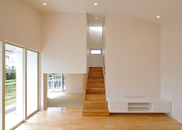 "LSD design co., ltd. ""Kami Hiko-ki""/2014/house/Okinawa, Japan/reinforced concrete construction/bungalow white, roof, airplane, loft, small space"