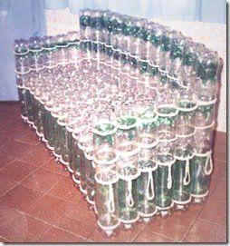Estrutura do sofá de garrafa pet