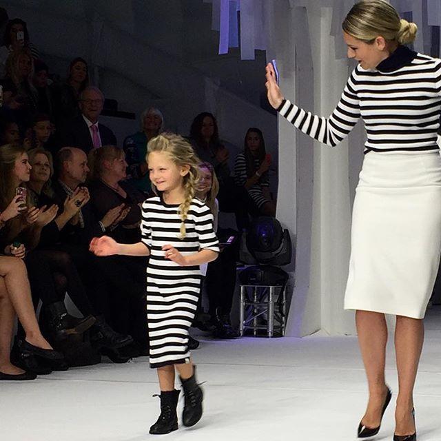 Gisteren was het eindelijk zover! De langverwachte modeshow van de kinderkleding lijn NIK & NIK vond plaats. Nikki Plessen trotseerde met een groep lieve boefjes de catwalk om de collectie te showen. En of dat niet al schattig genoeg was, ... Read More