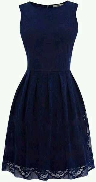 Elegante en azul oscuro.