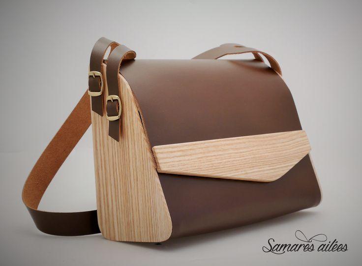 Sac à main en bois et cuir marron : Sacs à main par samares-ailees