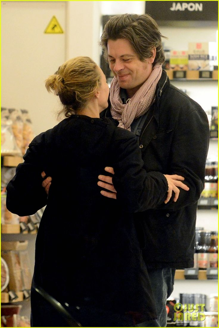 Vanessa Paradis gets look of love from Benjamin Biolay.