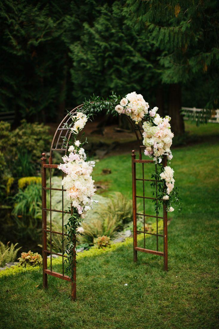 Altar ideas! So pretty. View the full wedding here: http://thedailywedding.com/2016/06/12/lush-chateau-wedding-jessica-mike/