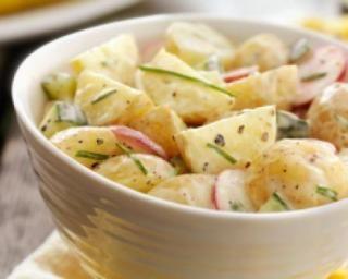 Salade de pommes de terre aux radis et concombres : http://www.fourchette-et-bikini.fr/recettes/recettes-minceur/salade-de-pommes-de-terre-aux-radis-et-concombres.html