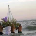 Un rito religioso yoruba in onore della dea Yemaja prima del carnevale di Rio de Janeiro, in Brasile. (Silvia Izquierdo, Ap/Lapresse)