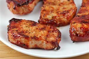 Honey Garlic Pork Chops Recipe -marinade or basting sauce 1 c ketchup 1/3 cup honey ¼ cup soy sauce 2 garlic cloves (minced) 1 1/2lbs boneless pork chops (6 4 oz portions) salt and pepper