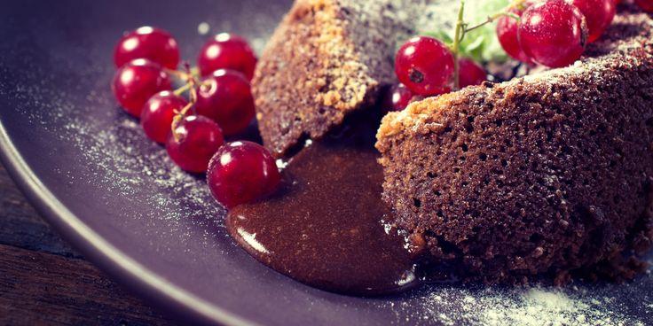 Sjokoladefondant med rennende sjokolade og rips