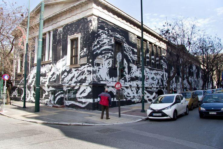 """Ρωτήσαμε γνώμες για το τεράστιο γκραφίτι στο Πολυτεχνείο: Βανδαλισμός ή κραυγή αγανάκτισης;Πριν μας """"διαμορφώσουν"""" την άποψη τα δελτία των 8, πήγαμε στην Στουρνάρη και πήραμε γνώμες περαστικών για το τεράστιο γκραφίτι που κάλυψε τον  τοίχο του Πολυτεχνείου στην οδό Στουρνάρη & Πατησίων.Δείτε το ρεπορτάζ στο inExarchia.gr"""