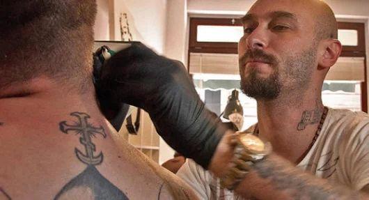 Nicolai Lilin e il tatuaggio: forma d'arte che si fa moda  - Cronaca - Messaggero Veneto