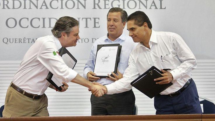 En Querétaro, el gobernador de Michoacán asistió a la reunión plenaria del Grupo de Coordinación Regional Zona Occidente de la Conago, donde estuvo presente el secretario de Educación Pública, Aurelio ...