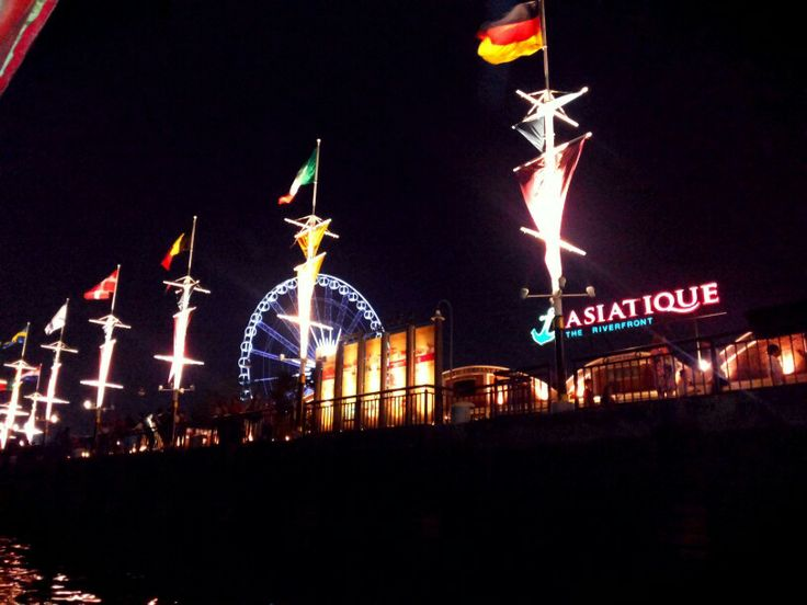 Asiatique in path of chao praya river