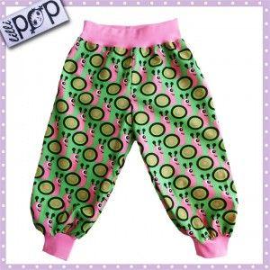 LilliPOP barnkläder: LilliPOP byxor med sniglar i roa och grönt.