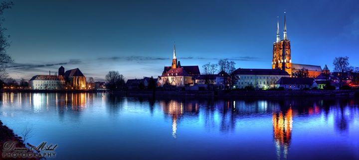 Ostrów Tumski by night.