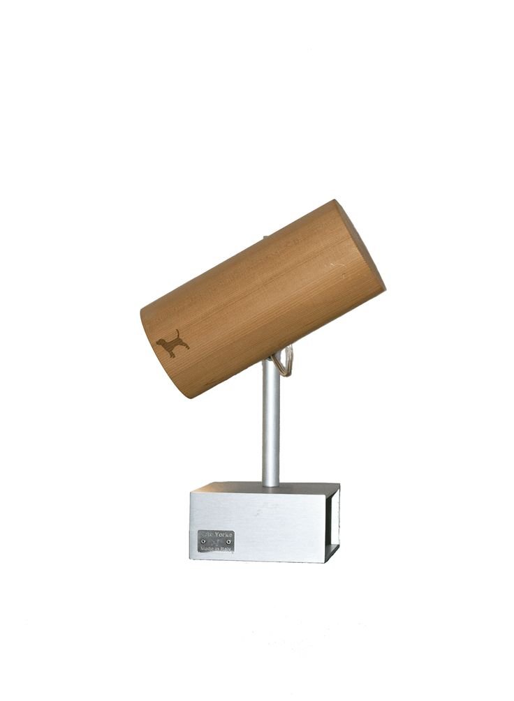 Monocolo S, guarda di là. Table lamp, made in Italy with cedar wood and aluminium.