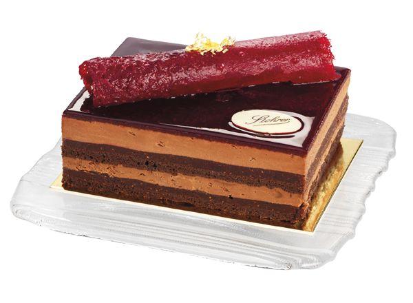 Le Barbade  Biscuit chocolat, légèrement parfumé à la cannelle, crème mousse au chocolat, marmelade de figues et framboises.  www.stohrer.fr