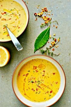 Zucchini, Walnuss und Thymian Suppe