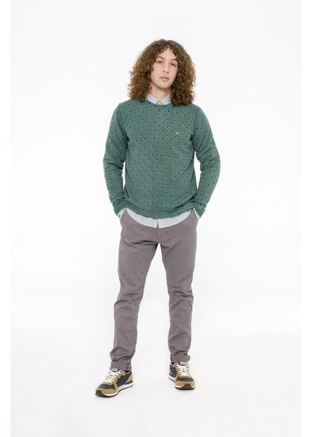 MAN FW15 LOOK 34  For a look and colored optical effect, wearing this green sweater with printing bicolor over a striped shirt green, blue and white. Match it with a pair of essential chinos gray outfit for a fun mix and match. SUN68 Man FW15 #SUN68 #FW15 #man #shirt #chinos #sweater