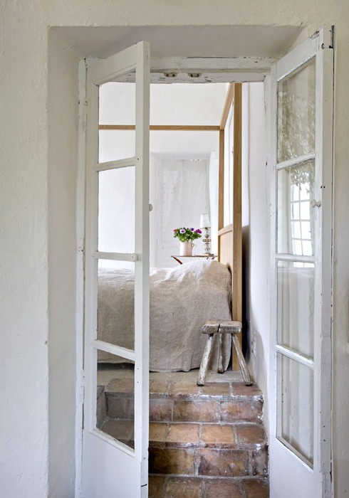 .: The Doors, Bedrooms Design, French Doors, Dreams Rooms, Brick, Rustic Cottages, White Rooms, White Bedrooms, Glasses Doors