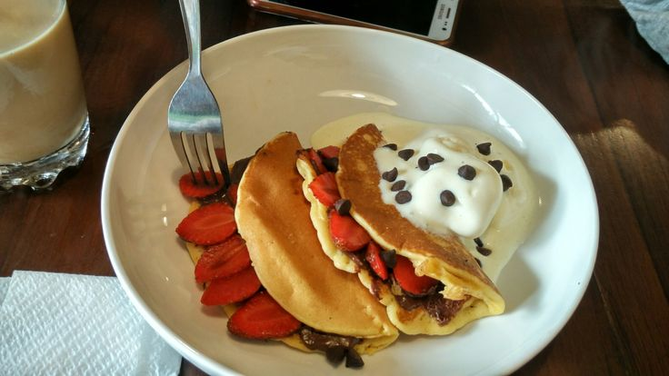 Pancake + strawberry + ice cream 👍