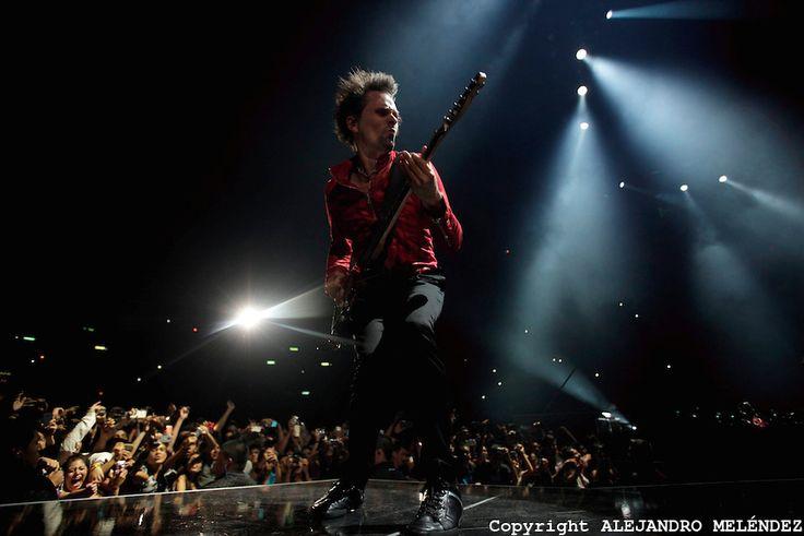 CIUDAD DE MÉXICO, octubre 18, 2013.   Matthew James Bellamy cantante del grupo británico Muse, participa durante su concierto en Palacio de ...