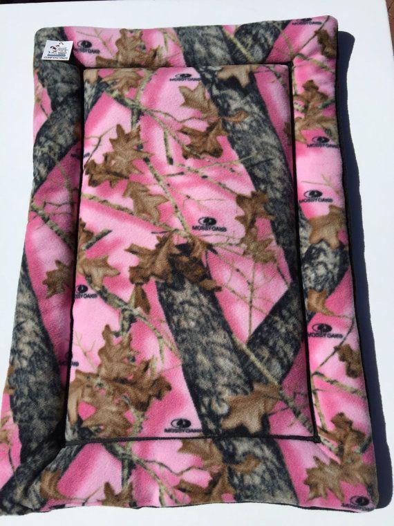 Pink Mossy Oak Dog Pad, Hunting Dog Gifts, Puppy Bedding, Cat Pad, Dog Crate Mats, Puppy Bedding, Kennel Pad, Dog Cat Gifts, Pet Couch Cover #HuntingDogGifts #PinkDogPad #CatPad #KennelPad #PetCouchCover #CamoDogBed #PuppyBedding #DogCrateMats #LargeDogBed #DogCatGifts
