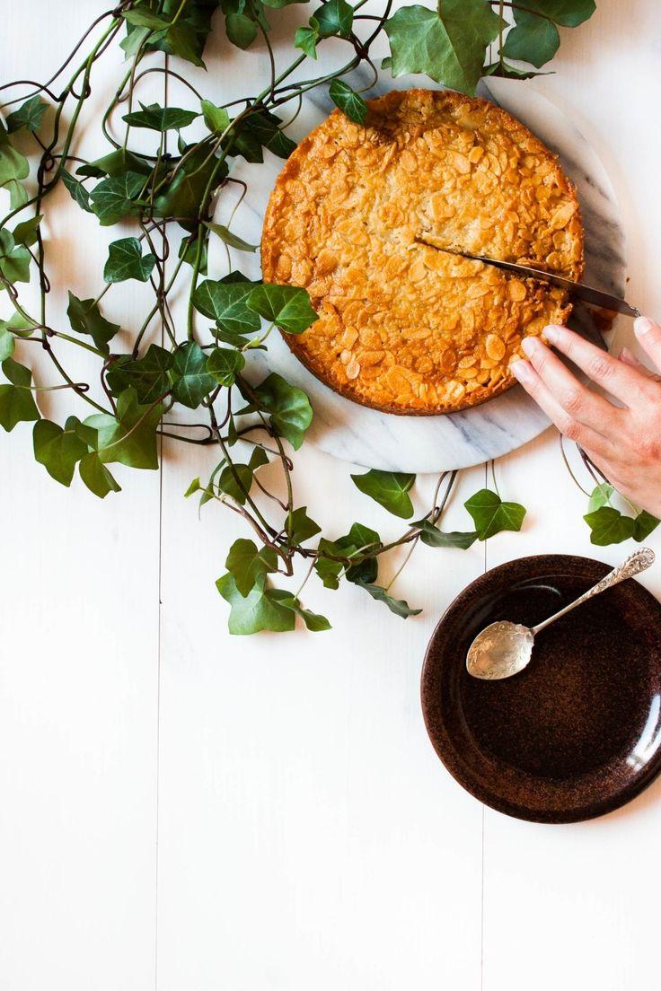 Toscakaka − Nordic Caramel Almond Cake | myblueandwhitekitchen.com: