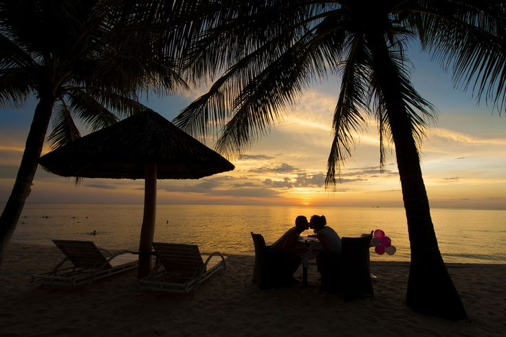 The newlyweds will get a sweet honeymoon when coming to  #Famianaresort #sunset #romantic
