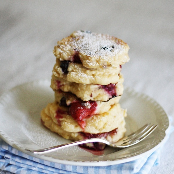 BUTTERMILK SUBSTITUTE: To replace 1 cup of Buttermilk in a recipe, you can use 1 cup of yogurt or  1T lemon juice or vinegar + enough milk or milk alternative (eg rice milk) to make a cup!: Berry Pikelets, Berry Buttermilk, Buttermilk Pikelets, Recipe, Buttermilk Substitute, Food, Dessert, Berries