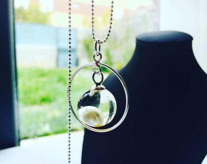 Aesidhe | colgante Uno de plata 925 con perla de cultivo encapsulada en una esfera de resina de cristal