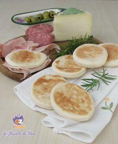 Le Ricette di Bea vi presenta la ricetta delle Tigelle o Crescentine fatte a casa, pochi passaggi per uno spuntino gustoso da accompagnare da salumi.
