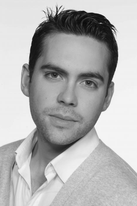 Bruno Langley (Todd Grimshaw)