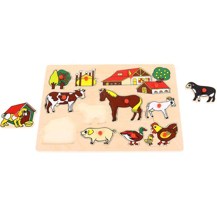 Micii fermierii vor fi incantati sa aseze animalele domestice in functie de forma corpului. Piesele sunt perfect dimensionate pentru mainile mici, iar manerele din lemn le fac mai usor de potrivit sau de scos. Un puzzle pentru dezvoltarea dexteritatii si coordonarii ochi-mana. De asemenea, fiecare piesa poate starni curiozitatea copilului de a afla cat mai multe despre animalul reprezentat pe fiecare piesa de lemn. Varsta recomandata: 3 - 7 ani.