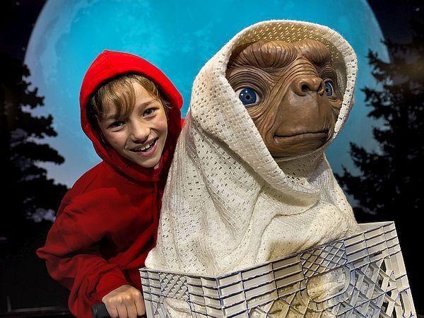 Herkes Nerede? – 4 >> Yoksa uzaylılar aramızda mı yaşıyor?   Cambridge Üniversitesi'nden Simon Conway Morris, uzaydaki diğer olası zeki canlı türlerinin genel olarak insana benzediğini öne sürüyor.