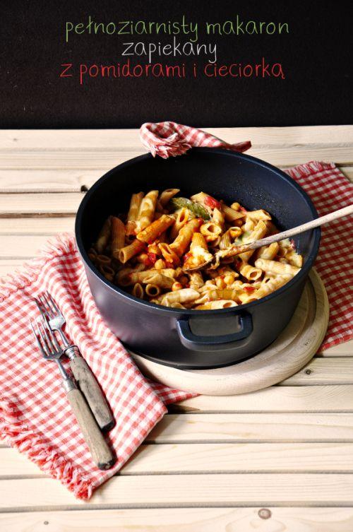 pelnoziarnisty makaron zapiekany z pomidorami i cieciorka