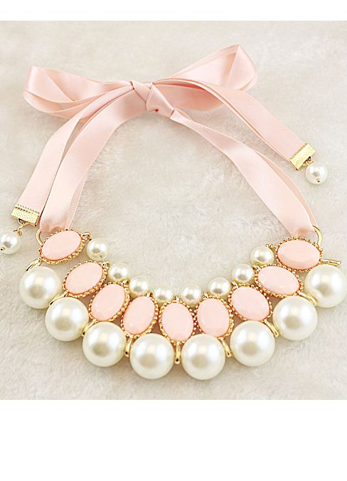 Cream-colored ribbon pearl necklace