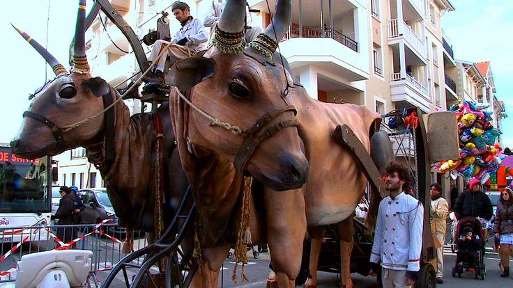 La Teste, rencontre avec la Cie Paris Bénarès qui présentait ses deux vaches indiennes géantes lors du Carnaval on Vimeo