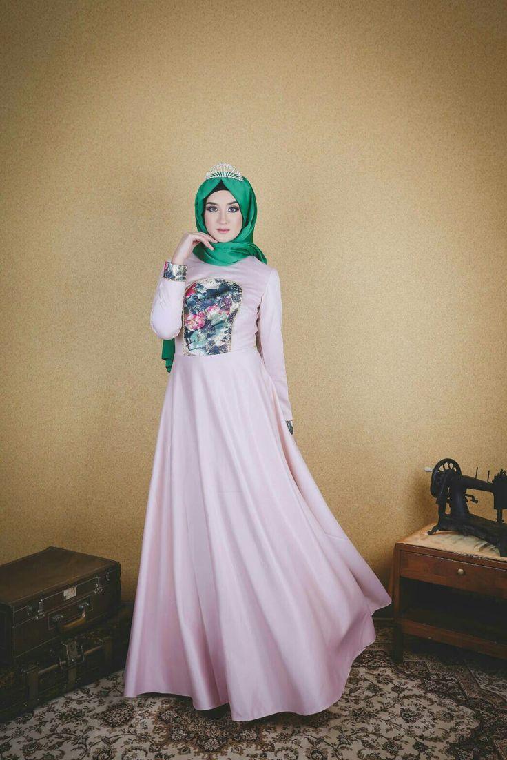 #fashiondesigner #moslem #bride #longdress #premium #prewwdding #wedding #jacquard #satin #gold #eveninggown #arabian #turkey #bosnia #dubai #malaysia #semarang #travel #fashion #indonesia #nilapurri@muslimfashion @motivasimuslimah @muslimladies @muslimbride @moslemwedding @hijabmuslim @hijabfashion