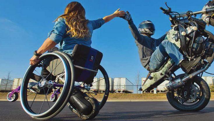カッコ良すぎる車椅子をチェアウォーカー歴15年のアカザーが体験、最先端バリアフリー機器はテクノロジーが満載 :国際福祉機器展 - Engadget Japanese