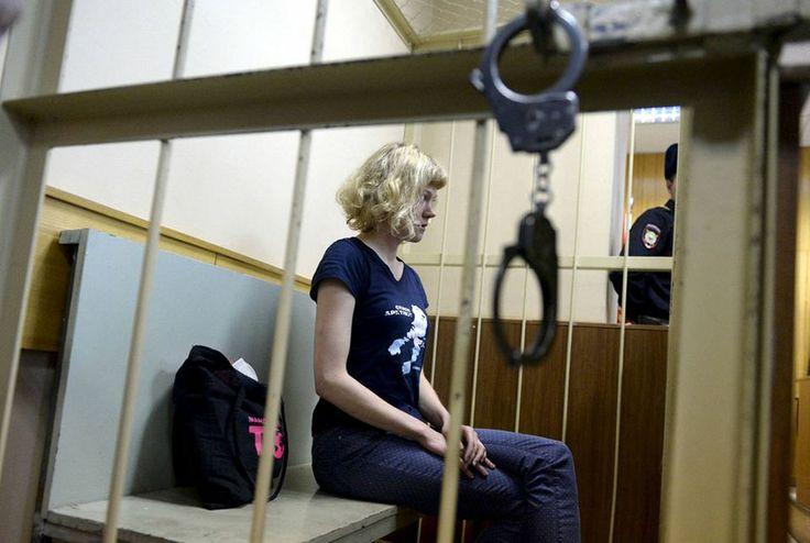Vuoden uutiskuva esittää Sini Saarelaa oikeudessa Pietarissa | Yle Uutiset | yle.fi