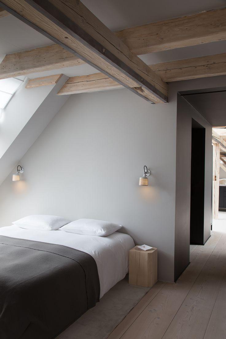 Wallspots by Vipp. Nightligt, integrated lighting.