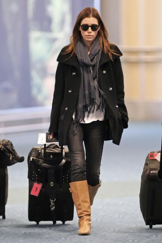 Style Yourself: Airport Attire http://laurenmessiah.com/2013/12/style-airport-attire/   Jessica Biel