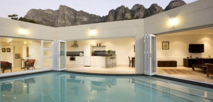 This luxurious 1-bedroom villa is the perfect choice for a romantic beachside hideaway. Adriatic Villa   Camps Bay
