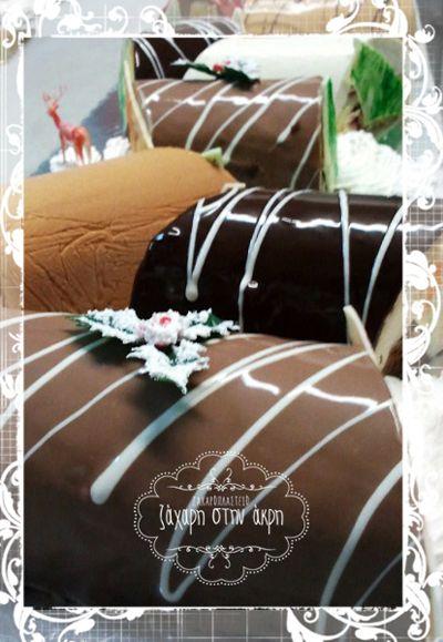 ♥ Κορμός μους κάστανο, κορμός σοκολάτα - κρέμα με πραλίνα και κορμός με κίτρινη κρέμα μπισκότου και κομματάκια μπισκότου σοκολάτα και πραλίνα στη μέση! ♥