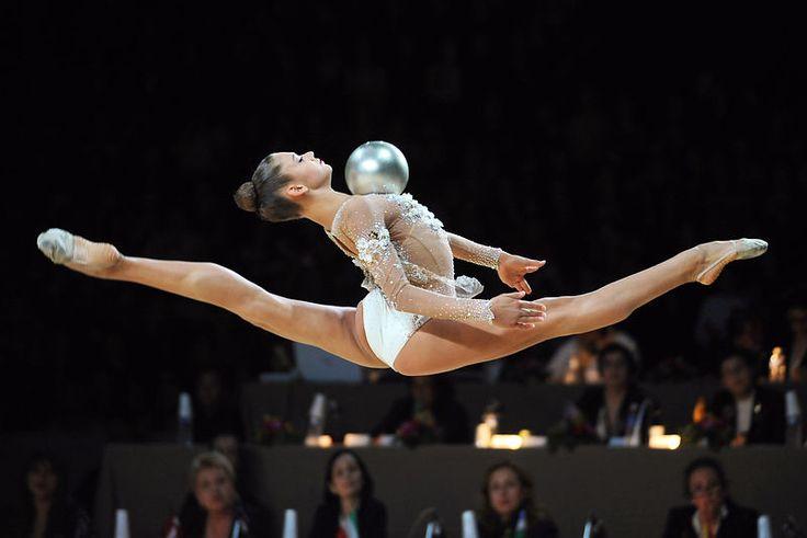 Alexandra Soldatova by Alexandre Vandystadt www.alexandrevandystadt.com (Rythmic Gymnastics Print photo Gallery).