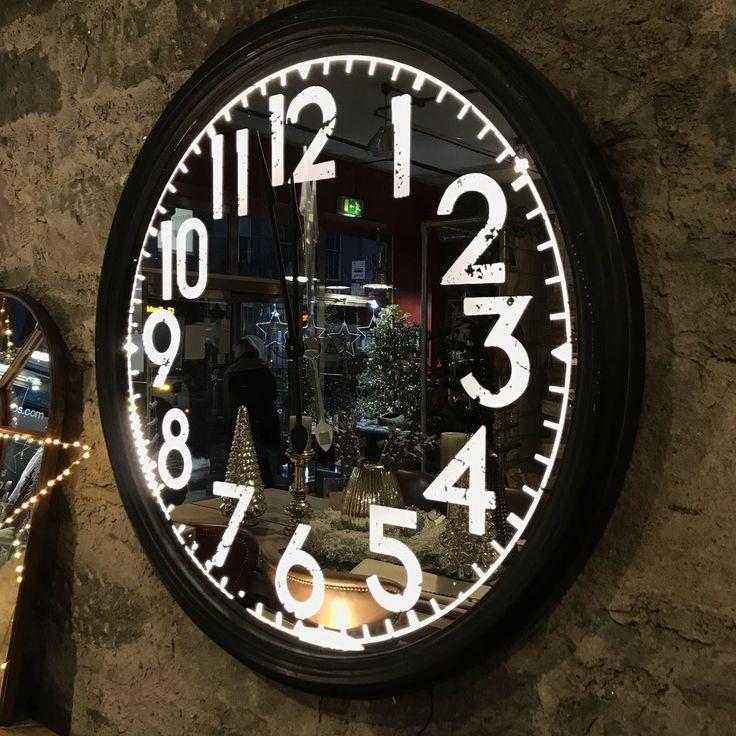 Lit Metal Wall Clock | Annie Mo's