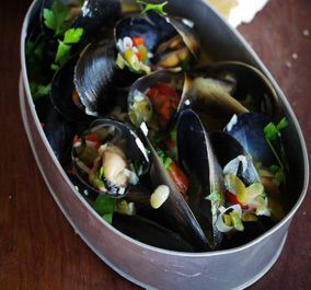 Mussels with White Wine, Garlic & Chilli - Julie Goodwin recipe