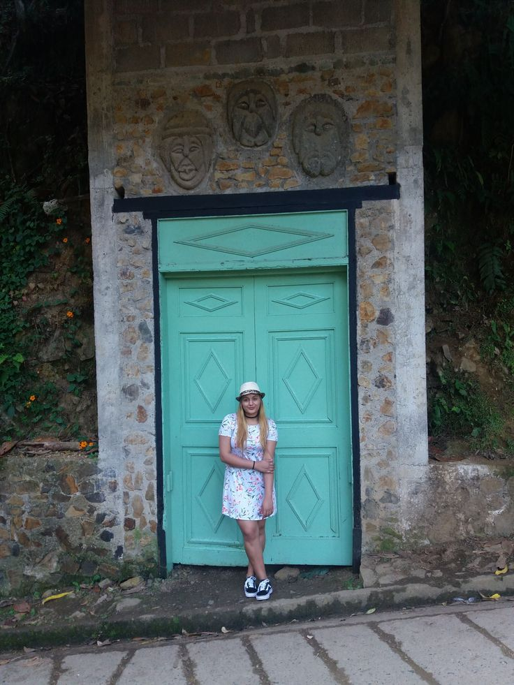 #travel #lovely #door #turquoise #turquesa #viaje #paseo #trip #amazing #style #outfit #vansoldschool