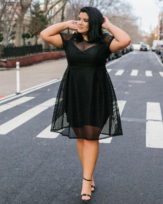 Moda Plus Size: Guia COMPLETO para Escolher a Roupa Ideal [2020] | Vestidos pretos plus size, Moda plus size, Looks