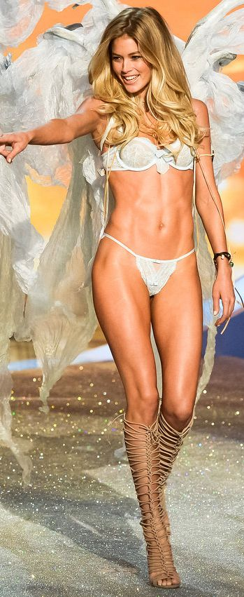 Doutzen Kroes doing her thang on the @Victoria Brown's Secret runway #vsfashion